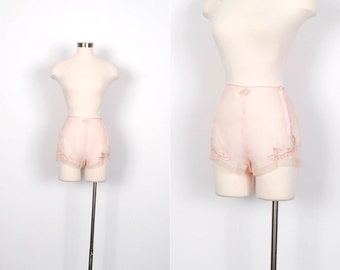 Vintage 1930s Tap Shorts / 30s Heart Embroidered Nylon Tap Pants / Pink ( XS extra small )