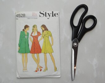 Vintage 1974 Style 4528, Dress Sewing Pattern, Size 12, Bust 34