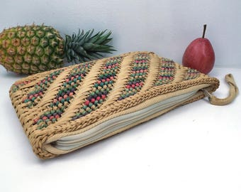 vintage 80s macrame grass purse woven handbag bag summer fashion chic retro straw big rectangular wrist strap multicolor stripe zipper boho