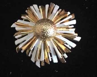 Starburst pin