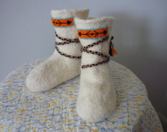 White Felted Wool Booties Mukluks with Ties and Beadwork Child Size 7.5