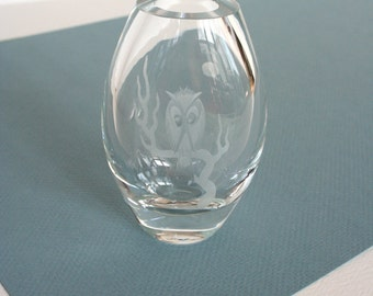 Mid century etched glass owl vase. Mats Jonasson vase, Maleras vase, owl vase, crystal glass vase, Scandinavian design, Swedish glass