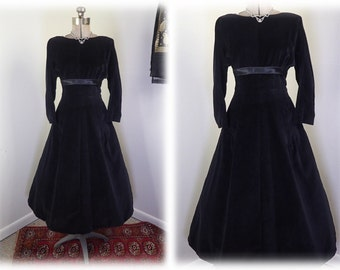 Vintage 1950's Black Velvet Hourglass Dress w/French Cut Neckline & Black Satin Bow- Prom or Cocktail-M