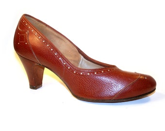 Vintage Red Cross 1940s Wing Tip Baby Doll Spectator Pumps Ladies Leather Shoes USA Size 6.5 AA
