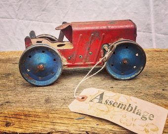 Tin Toy Tractor / Mechanical / Non-working