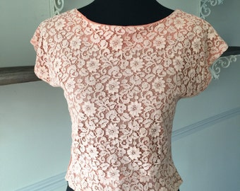 vintage 1950s blouse / 50s crop shirt / peach lace pattern/ size small /VLV/ pin up/ BETTE