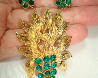 1960s Emerald Green Stone Pin and Earrings Set.