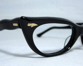 Vintage 60s Cat Eye Glasses.  Black Curvy Pointy CatEye Frames.