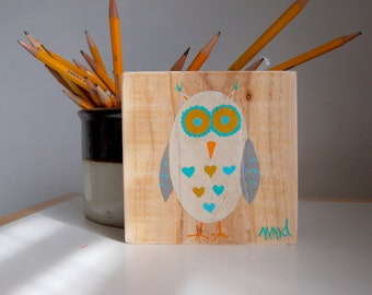 Wide Eyed Owl Sign in Reclaimed Wood - Rustic Children's Room Artwork - Handpainted Original Nursery Art - Ivory, Gray, Turquoise and Yellow