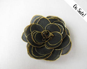 Hand painted black and golden silk rose brooch - Black and Gold - hand painted silk - ***Item on sale*** Previous price : 16 EUR