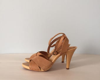 almond leather strappy sandals | criss cross ankle straps platform heels | size 7.5