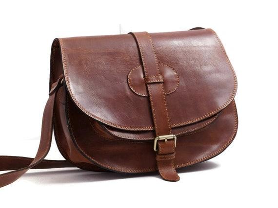 "Goldmann xl-medium brown leather saddle bag leather messenger leather cross-body purse fits a 11"" laptop"