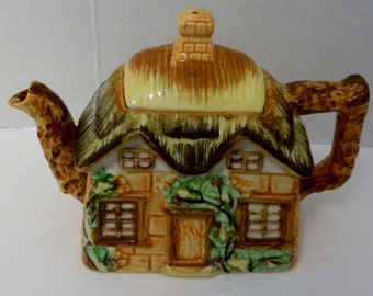 Maruto Mu Ware Cottage Tea Pot with Thatched Roof Made in Occupied Japan