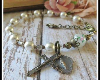 First Communion Bracelet for Girl's Sacrament of Catholic Communion, Rosary Bracelet in Swarovski Pearl & Lampwork
