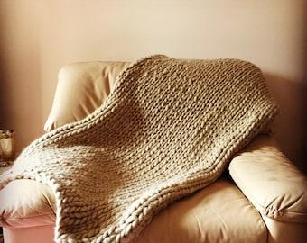 Beige chunky knit throw rug 120 x 150 cm