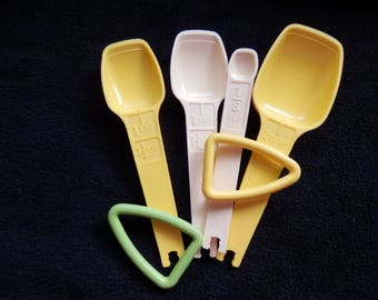 Tupperware Measuring Spoons -  Replacement spoons or loop holders - You Choose 1