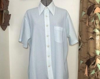 Mens Vintage 70s Disco Shirt // White w/ Light Blue Diamond Pattern // Short Sleeve Button Down Shirt // Size L