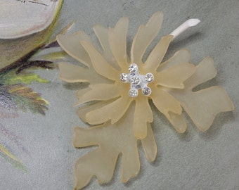 Vintage Plastic Flower Power Brooch w/ Rhinestones   NEF19