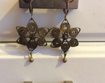 Filigree earrings screw backs 6 pointed star/bronze tone 40s no flaws