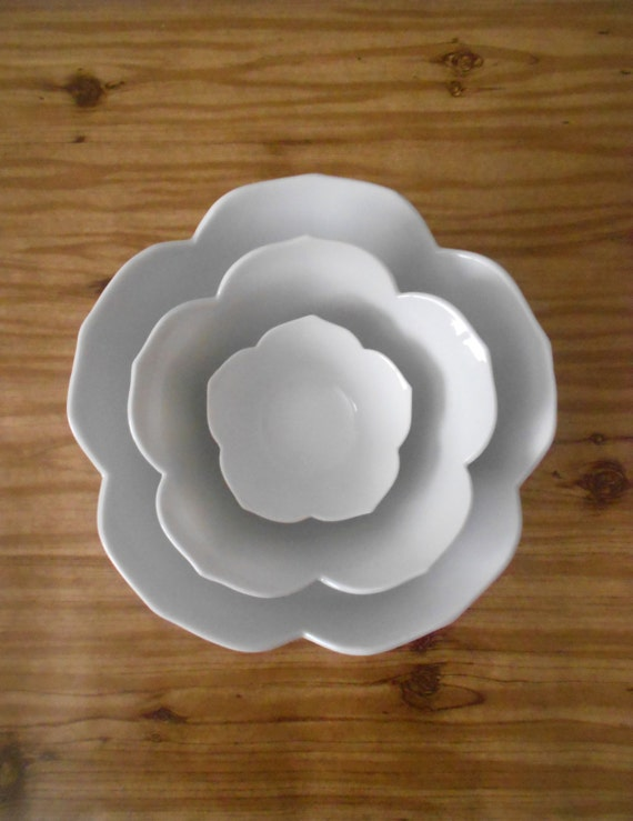 LARGE vintage nesting white lotus flower bowls // set of 3