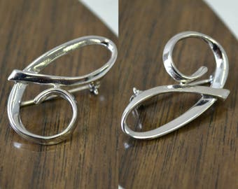 1960s Sarah Coventry Silver C or J Monogram Brooch