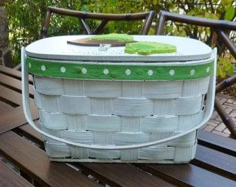 Wicker Basket Handbag Purse. Frogs, Mushroom. Vintage 1960s 1970s. Woven Wood Splint Sewing Storage Picnic Basket Box Tote. White, Green.