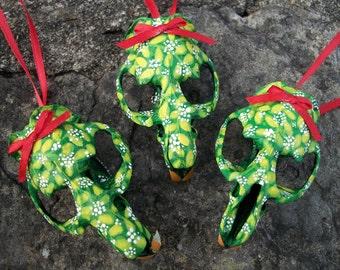 Mistletoe Muskrat Skull Ornament