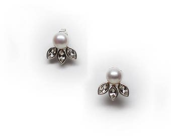 Sterling Silver Pearl Stud Earring with Marquise Crystal Accent Leaves