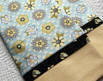 Cotton Queen/Standard pillowcases Pair BEES Daisies Daisy bed linens bedding nature cottage chic