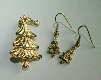 Christmas Tree Pin with Dangling Star Matching Earrings Signed Aldo Gold Tone Vintage Jewelry Jewellery