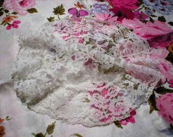 Vintage White Chantilly Lace Mantilla ~ Elegant Floral Chantilly Lace Chapel Head Cover
