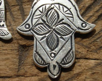 Moroccan silver colour  hand engraved  hand pendant with star or flower
