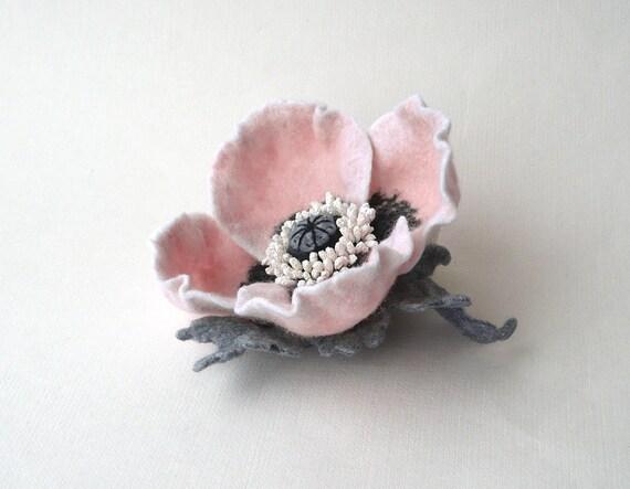 Felt flower brooch pale pink Poppy