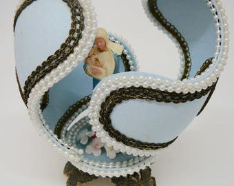 Handcrafted Decorated Goose Egg Opens Virgin Mary and Jesus
