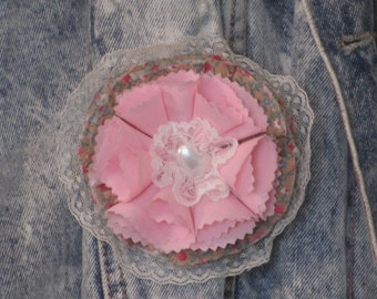 Fabric pin pearl heart