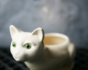 Vintage Ceramic Cat Planter // White Cat with Green Eyes // Beige