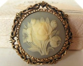 Vintage Brooch Cameo Gold Grey Cream Resin Flowers 80's (item 220)