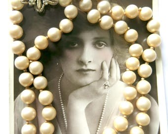 Pearl necklace with flower clasp from the 30s or 40s