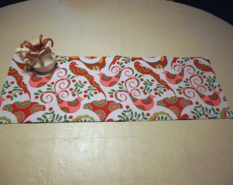 Christmas Doves Table Runner, Christmas Table Runner, Quilted Table Runner, Reversible Table Runner, Kitchen Decor