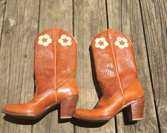 Vintage Cowgirl Boots / Acme Boots / Vintage Cowboy Boots / Vintage Acme Dingo / Acme Dingo / Flower Inlay / Size 7.5 M / Daisy Dingo Boots