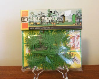 Plastic Tree Models Britains Unsed Package to Assemble a Tree for Trains Farm Zoo Putz Display Vignette