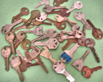 Vintage lot of 40 mix keys crafts altered art steampunk mix media jewelry making lot no. 28