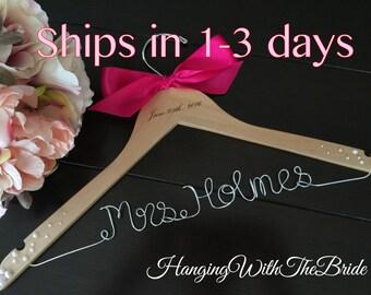 Wedding gift, wedding hanger, bride gift, wire hanger, name hanger, wire hanger, Bridesmaid gift,