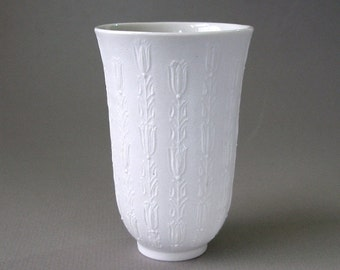 "Vintage Bjorn WIINBLAD ROSENTHAL Tulip 3 7/8"" VASE Matte White Porcelain Bisque Studio Linie Germany Raised Floral Designe 1960s Mint"