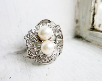 Vintage 14K White Gold with 2 Pearls and Clear Stones in US Ring Size 7