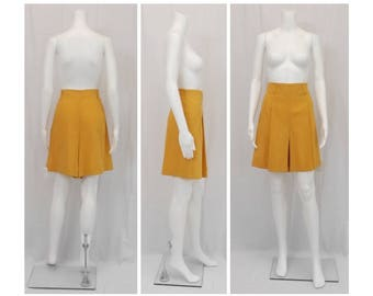 LAUREL by ESCADA Ochre Cotton Walking Shorts U. S. Size 14