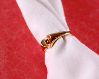 Avon Scarlet Accent Gold Tone Heart Ring - Vintage 1982