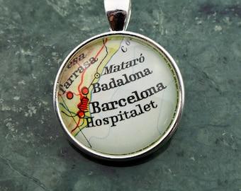 NECKLACE or KEYCHAIN Spain, BARCELONA, Pendant, Ø 1 inch, nickle free steel, Cabochon, Glass, Atlas, Vintage, Jewlery