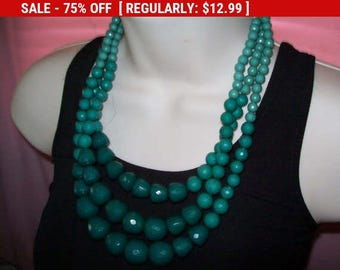 SALE Vintage green chunky bead necklace, statement necklace, multistrand necklace, bead necklace, vintage necklace