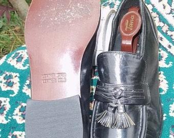SALE SALE Black Loafer tassels , Nunn Bush Brass Boot. Men's US size 7.5 Like new little wear.
